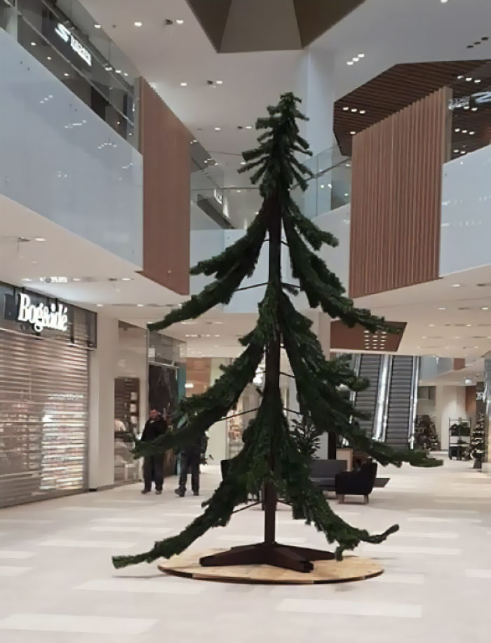 """This """"Artistic"""" Christmas Tree At The Local Mall"""